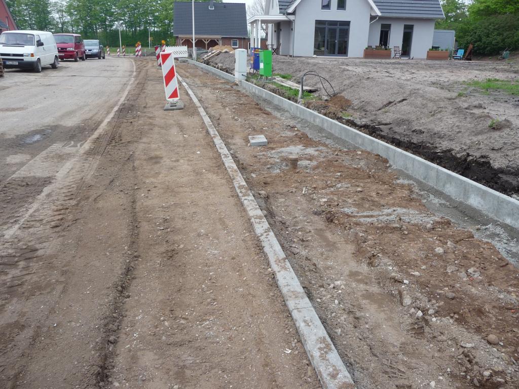 Nörrmark: Es wurde begonnen, die Fußwege und Grünstreifen anzulegen
